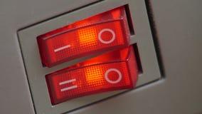 Касайтесь красным кнопкам акции видеоматериалы