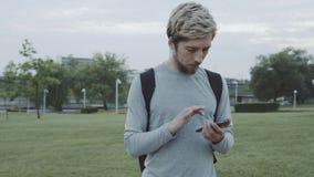 Касание человека smartphone сток-видео