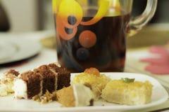 Касания финишей к очень вкусной еде стоковые изображения