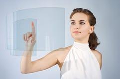касатьться экрана девушки стоковая фотография rf