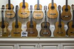 Каса de Ла Guitarra Дисплей гитары фламенко, Севилья, Испания стоковые фотографии rf