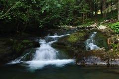 каскадируя вода Стоковые Фото