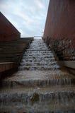 Каскадируя искусственный водопад Стоковое Изображение