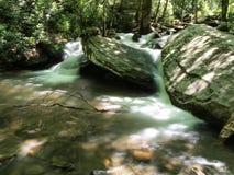 Каскады вдоль реки Catawba стоковые фотографии rf