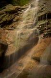 Каскадируя вода Стоковая Фотография