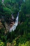 Каскадируя водопад приходя от озера Sonielem Стоковое фото RF