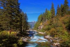 Каскады холодной воды водопадов Krimml Стоковая Фотография