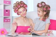 Кассета чтения матери и дочери Стоковое Изображение