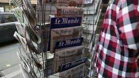 Кассета чтения о нападениях в Париже видеоматериал