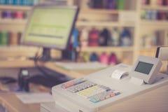 Кассовый аппарат в магазине, экземпляр стоковая фотография