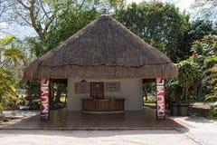 Кассовый аппарат и вход руин Майя muyil, Quintana Roo, Мексики Стоковое Изображение