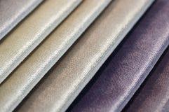 Каталог пестротканой ткани от предпосылки текстуры ткани рогожки, текстуры silk ткани, предпосылки текстильной промышленности Стоковые Фото