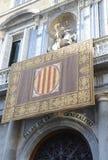 Каталонский дворец правительства со своим флагом стоковые изображения rf
