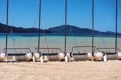 Катамараны для найма к туристам на австралийском тропическом острове стоковая фотография rf