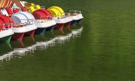 Катамараны на озере стоковая фотография rf