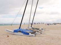 Катамараны на пляже Фуэртевентуры стоковые изображения