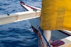 Катамаран плавания с желтыми ветрилами в Ibiza Испании стоковая фотография rf