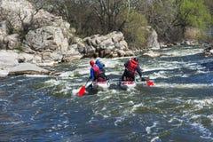Катамаран спорта на быстром реке стоковая фотография