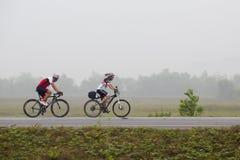 Катание велосипеда Стоковые Изображения