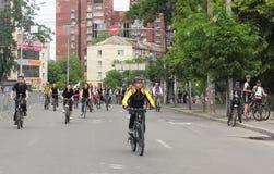 Катание группы в велосипедах города Стоковое Изображение RF