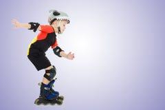 Катание мальчика на роликах Стоковое Фото