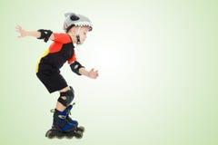 Катание мальчика на роликах Стоковое Изображение