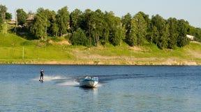 катание на водных лыжах Стоковые Фотографии RF