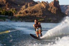 Катание на водных лыжах в Parker Аризоне стоковое изображение