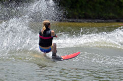 Катание на водных лыжах девушки Стоковые Изображения RF