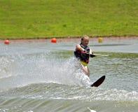 Катание на водных лыжах девушки Стоковая Фотография