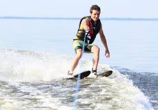 Катание на водных лыжах спортсмена Стоковое Изображение RF