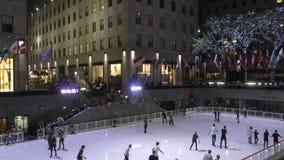 Катание на коньках центра Рокефеллер сток-видео