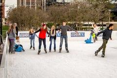Катание на коньках людей Стоковое Изображение RF