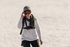 Катание на лыжах женщины на горе Zireia в Греции Стоковые Фотографии RF