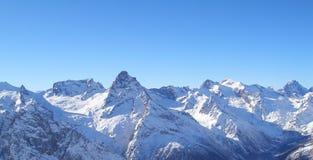катание на лыжах курорта установки dombai caucasus Стоковые Фото