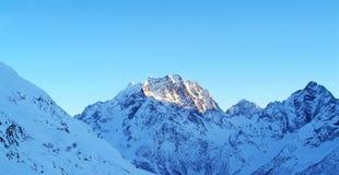 катание на лыжах курорта установки dombai caucasus Стоковое Изображение