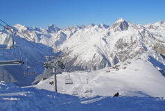 катание на лыжах курорта установки dombai caucasus Стоковые Фотографии RF