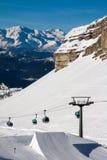 Катание на лыжах людей в snowpark Стоковые Фотографии RF