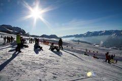 Катание на лыжах людей Стоковая Фотография RF