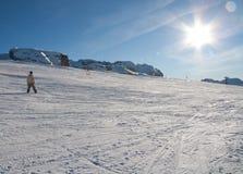 Катание на лыжах людей Стоковое фото RF