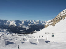 Катание на лыжах людей Стоковое Изображение RF