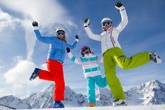 Катание на лыжах, потеха зимы стоковая фотография rf
