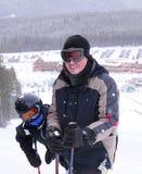 катание на лыжах семьи Стоковые Изображения RF