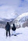 катание на лыжах семьи Стоковое Изображение RF