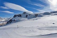 Катание на лыжах горы - плато подняло, наклон лыжи в Zermatt Швейцарию, Италию Стоковая Фотография RF
