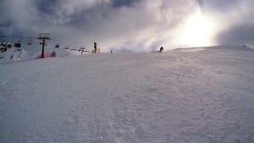 катание на лыжах сток-видео