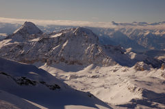 Катание на лыжах Cervinia и Zermatt Стоковые Изображения RF