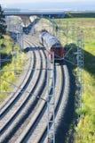 Катание пассажирского поезда через сельскую местность Стоковая Фотография