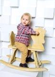 Катание ребенка на лошади игрушки Стоковые Фото