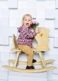 Катание ребенка на лошади игрушки Стоковое Изображение
